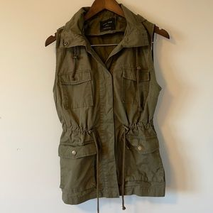 Love Tree utility vest with hood hunter green color Size small